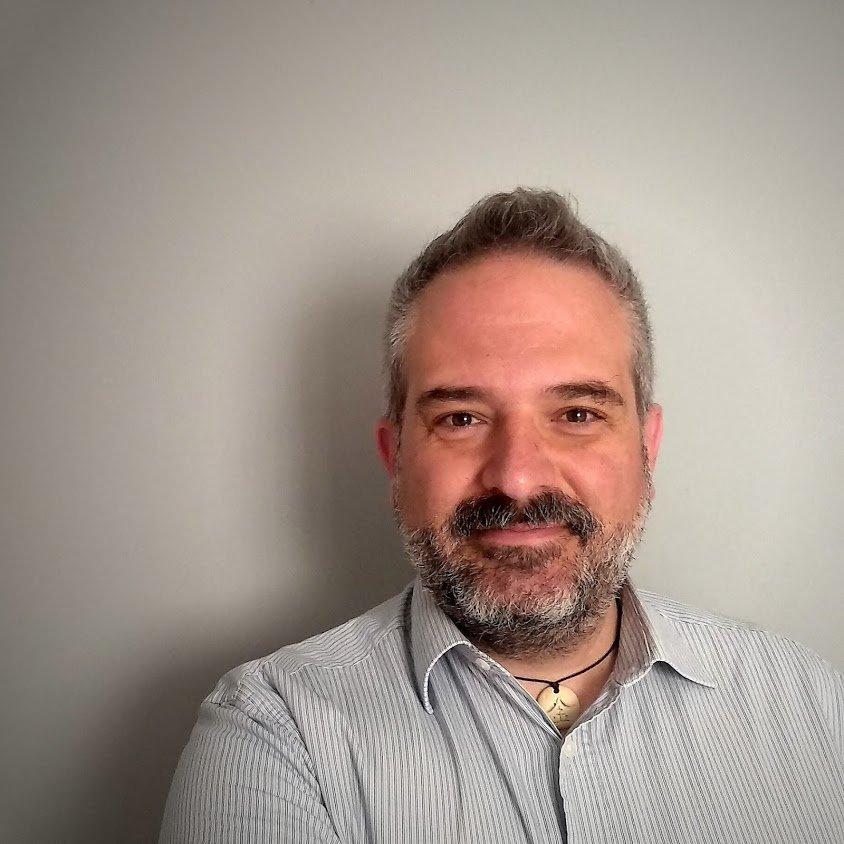 """<a href=""""http://www.raulhernandezgonzalez.com/""""target=""""_blank"""">Raúl Hernández González</a>"""